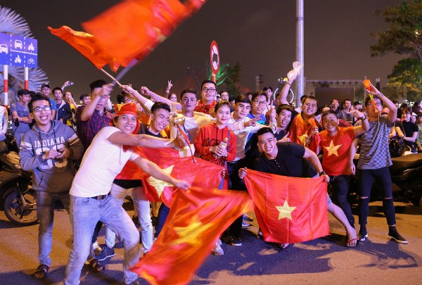 Vietnamese football fans ready for U23 Championship final  - ảnh 3