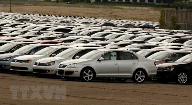 Trump threatens 20% tariff on EU car imports  - ảnh 1