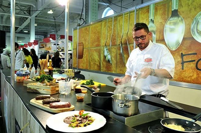 Vietnam attends Asia food fair in Singapore  - ảnh 1