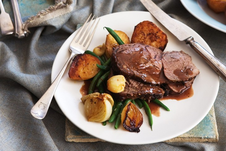 Roast beef with Yorkshire puddings - ảnh 1