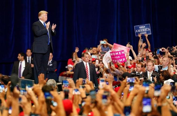 Trump says he won't rush North Korea deal - ảnh 1