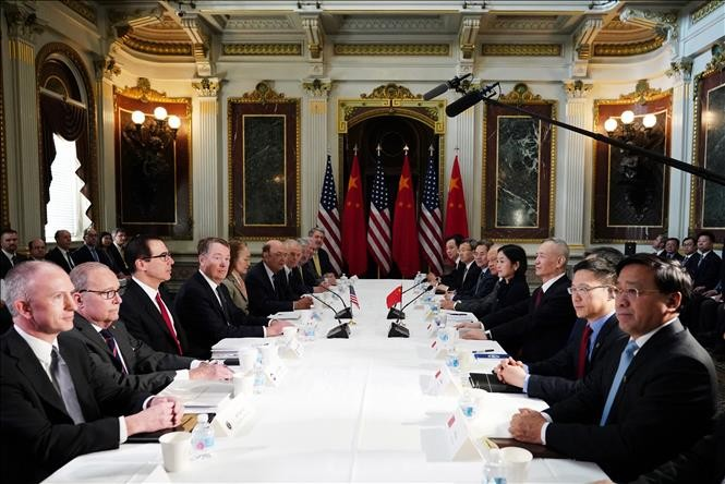 US, China reopen talks on trade dispute - ảnh 1