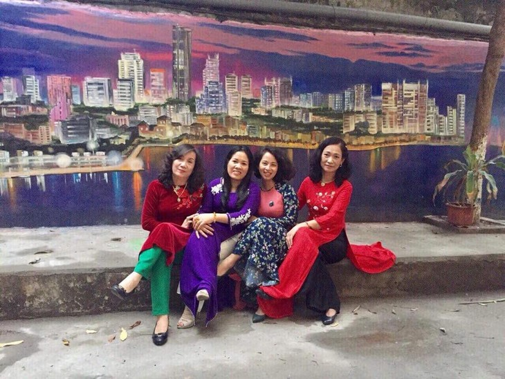 Murals change life in Hanoi's residential areas - ảnh 4