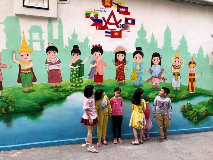 Murals change life in Hanoi's residential areas - ảnh 5