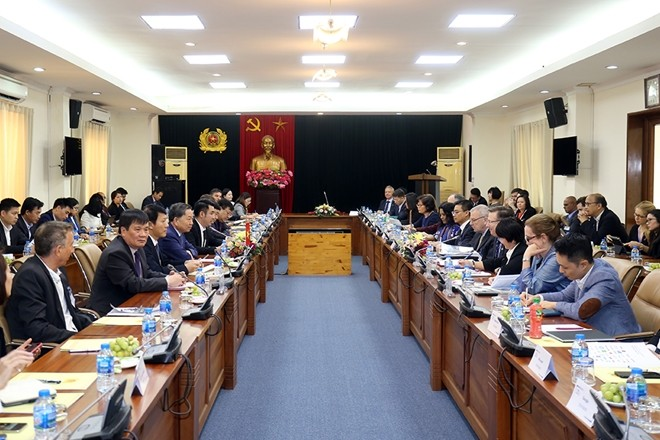 Vietnam promises best business environment for foreign investors - ảnh 1