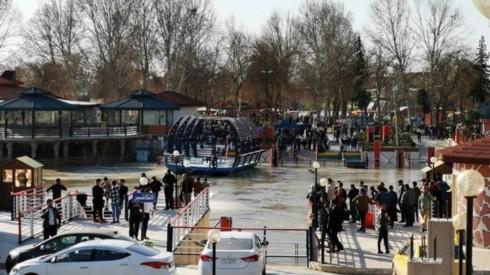 Death toll rises in Iraq ferry sinking - ảnh 1