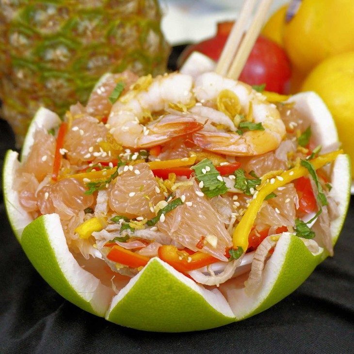 Pomelo with shredded chicken and prawn salad - ảnh 1