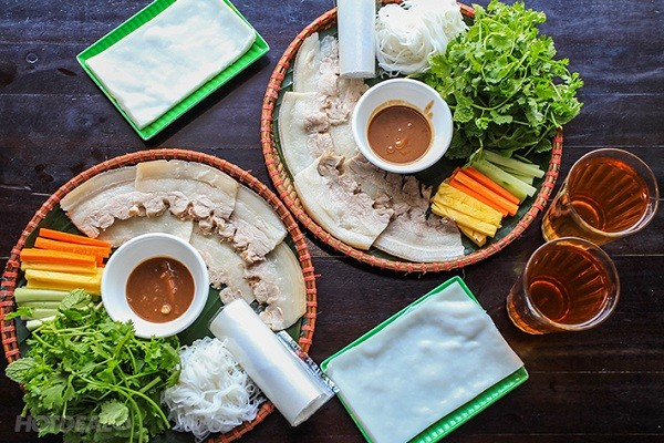 Boiled pork wrapped in rice paper - ảnh 1