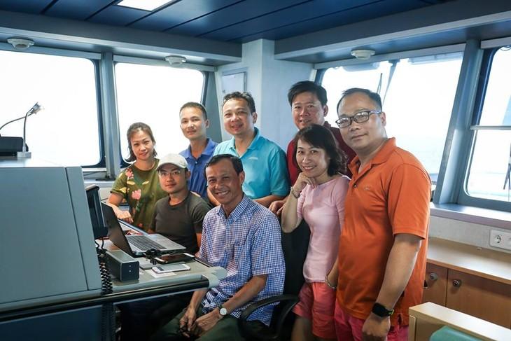 Special Radio shows at sea - ảnh 2
