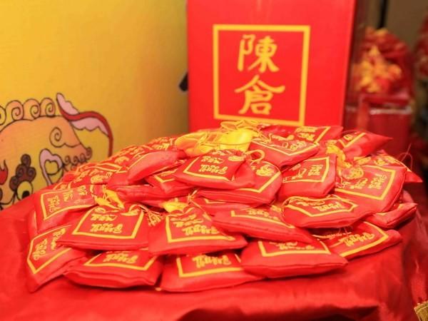 Upacara mendistribusikan pangan Dewa Tran di kuil Tran Thuong, Propinsi Ha Nam - ảnh 1