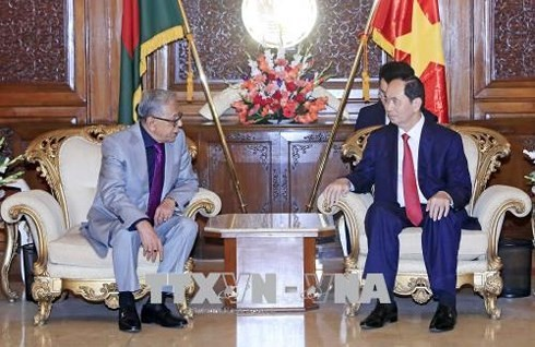 Presiden Vietnam, Tran Dai Quang melakukan pertemuan dengan Presiden Bangladesh - ảnh 1