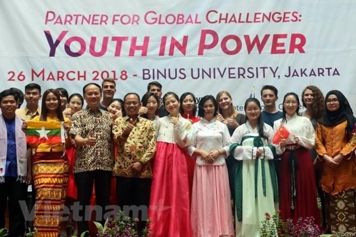 Pemuda memainkan peranan penting terhadap perkembangan ASEM - ảnh 1