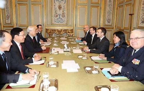 Sekjen Nguyen Phu Trong melakukan pembicaran dengan Presiden Perancis, Emmanuel Macron - ảnh 1