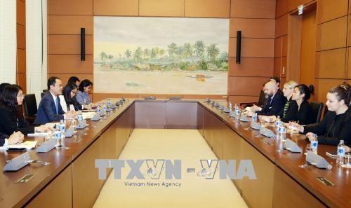 Memperkuat hubungan kerjasama antara anggota MN Vietnam dan legislator AS - ảnh 1