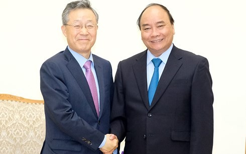 PM Nguyen Xuan Phuc menerima mantan Menteri Koordinator Kebijakan  Republik Korea  - ảnh 1