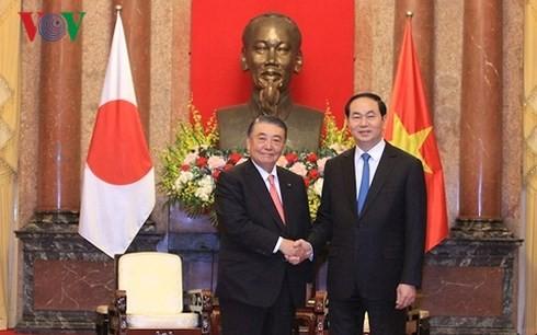 Presiden Vietnam, Tran Dai Quang melakukan pembicaraan Ketua Majelis Rendah Jepang, Tadamori Oshima dan menerima Ketua JiCA, Shinichi Kitaoka - ảnh 1