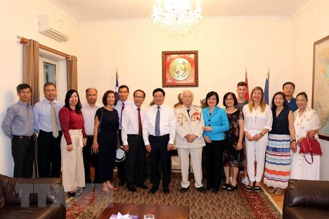Deputi PM Vietnam, Pham Binh Minh mengunjungi Kedutaan Besar Vietnam di Yunani - ảnh 1