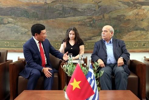 Deputi PM, Menlu Vietnam, Pham Binh Minh secara terpisah melakukan pertemuan dengan pemimpin Parlemen Yunani - ảnh 1