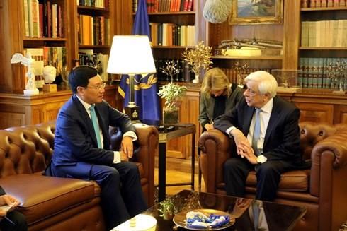 Deputi PM, Menlu Vietnam, Pham Binh Minh secara terpisah melakukan pertemuan dengan pemimpin Parlemen Yunani - ảnh 2