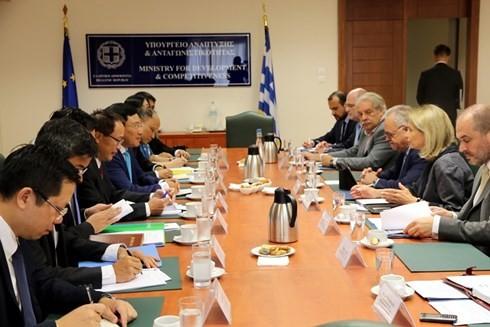 Deputi PM, Menlu Vietnam, Pham Binh Minh secara terpisah melakukan pertemuan dengan pemimpin Parlemen Yunani - ảnh 3