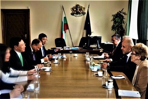 Deputi PM, Menlu Vietnam, Pham Binh Minh melakukan kunjungan resmi di Republik Bulgaria - ảnh 2