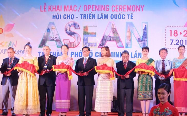 Pembukaan Pekan Raya dan Pameran Internasional ASEAN 2018 di Kota Ho Chi Minh - ảnh 1