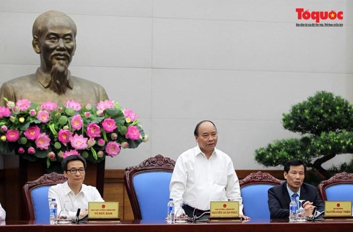 PM Nguyen Xuan Phuc menghadiri Konferensi Menjaga dan Mengembangkan Nilai Pusaka Budaya Vietnam demi - ảnh 1