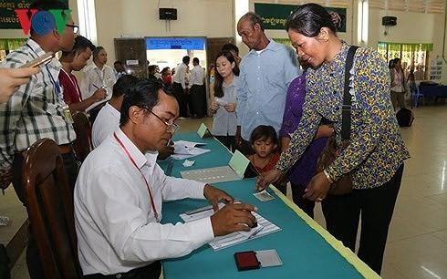 Vietnam mengucapkan selamat kepada Kamboja yang mengadakan secara sukses pemilu Parlemen angkatan VI - ảnh 1