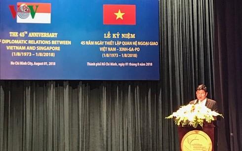 Kota Ho Chi Minh mengadakan upacara peringatan ultah ke-45 pengalangan hubungan diplomatik Vietnam-Singapura - ảnh 1