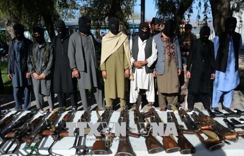 Kaum pembangkang Taliban menculik tiga bus penumpang di Afghanistan Utara - ảnh 1