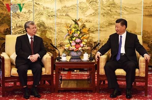 Membawa hubungan Vietnam dan Tiongkok terus berkembang secara stabil dan sehat pada waktu mendatang - ảnh 1