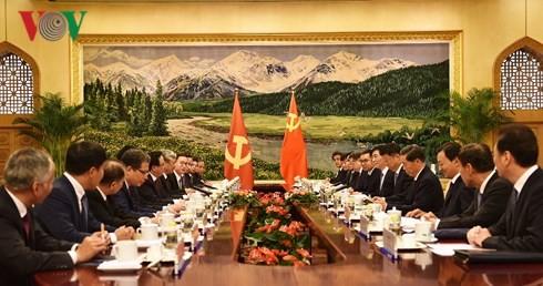 Membawa hubungan Vietnam dan Tiongkok terus berkembang secara stabil dan sehat pada waktu mendatang - ảnh 2