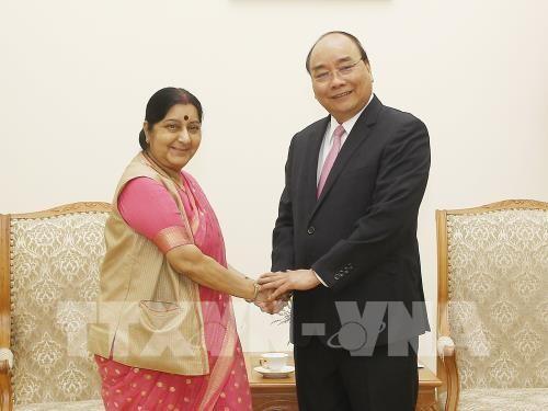 PM Nguyen Xuan Phuc menerima Menlu India, Sushma Swaraj - ảnh 1