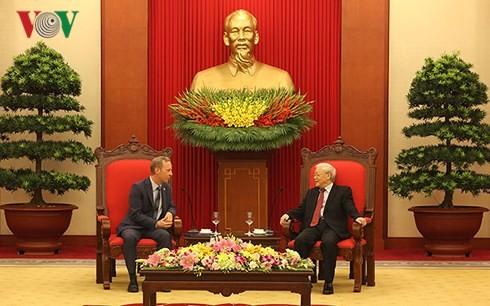 Sekjen KS PKV, Nguyen Phu Trong menerima Dubes Kerajaan Inggris - ảnh 1