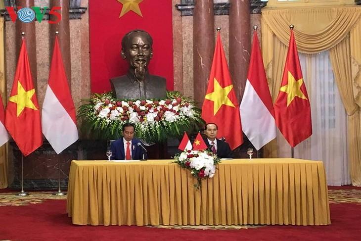 Vietnam dan Indonesia mengeluarkan Pernyataan Bersama tentang penguatan  hubungan Kemitraan Strategis - ảnh 1
