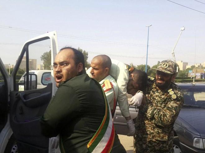 Perkembangan-perkembangan di sekitar serangan di upacara parade militer di Kota Ahvaz - ảnh 1