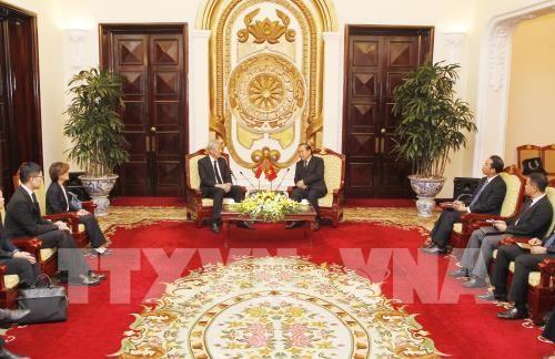Deputi Harian PM Vietnam, Truong Hoa Binh menerima Deputi PM Singapura - ảnh 1