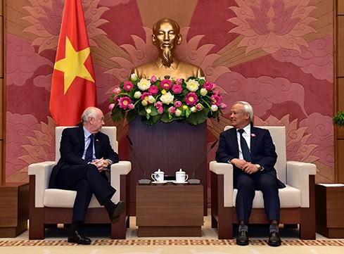 Wakil Ketua MN Vietnam, Uong Chu Luu menerima Kelompok Legislator IPU Parlemen Kerajaan Bersatu Britania Raya dan Irlandia Utara - ảnh 1