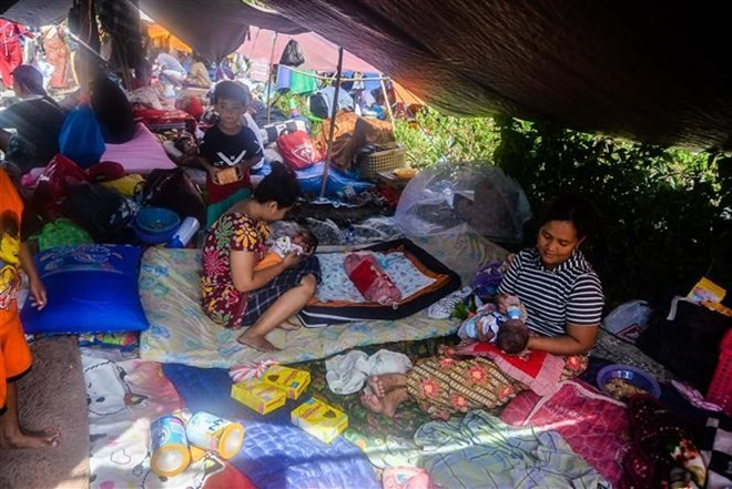 Gempa bumi, tsunami di Indonesia: Ribuan korban dipindahkan ke Sulawesi Selatan - ảnh 1