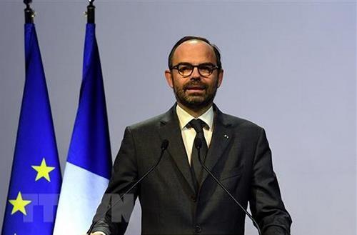 PM Republik  Perancis mulai melakukan kunjungan resmi di Vietnam - ảnh 1