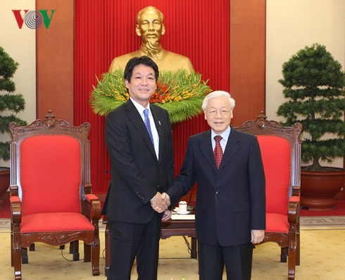 Sekjen, Presiden Vietnam, Nguyen Phu Trong menerima Anggota Majelis Rendah Kentero Sonoura, Utusan Khusus PM Jepang, Shinzo Abe - ảnh 1