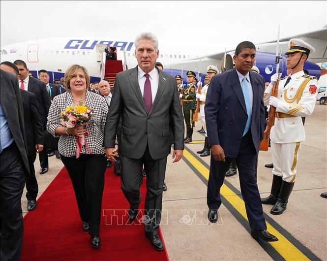 Presiden Kuba tiba di Kota Shang Hai, memulai kunjungan keneegaraan di Tiongkok - ảnh 1
