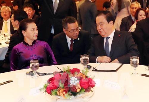 Ketua MN Nguyen Thi Kim Ngan dan Ketua Parlemen Republik Korea, Moon Hee Sang menghadiri Forum Investasi dan Perdagangan Vietnam-Republik Korea - ảnh 1