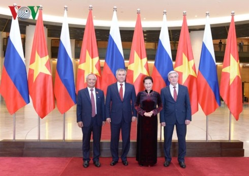 Ketua Duma Negara Rusia mengakhiri kunjungan resmi di Vietnam - ảnh 1