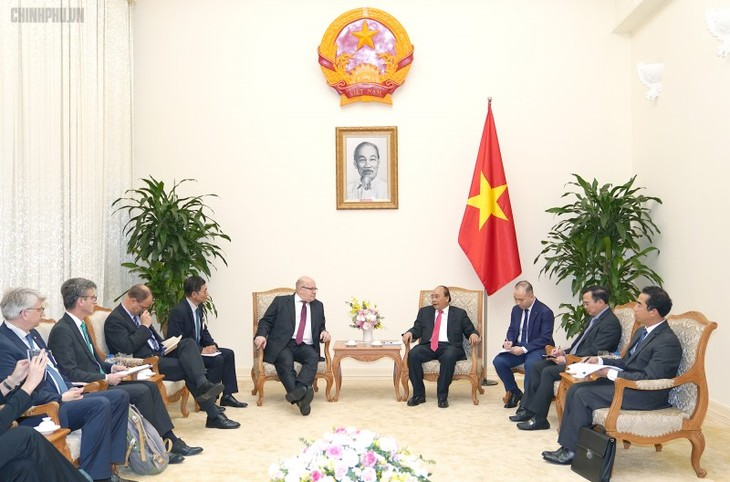 PM Viet Nam, Nguyen Xuan Phuc menerima Menteri Ekonomi dan Energi Jerman dan Presiden Direktur Eksekutif Grup VISA (AS) - ảnh 1