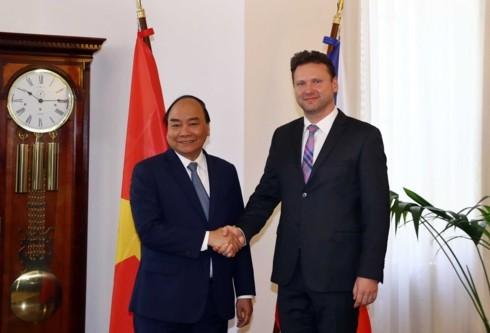 PM Nguyen Xuan Phuc mengakhiri dengan baik kunjungan resmi di Republik Czech - ảnh 1