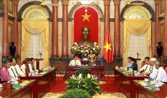Wakil Presiden Vietnam, Dang Thi Ngoc Thinh menerima delegasi orang-orang yang berjasa dari Provinsi Tra Vinh - ảnh 1