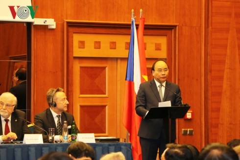 Membuka ruang besar kepada hubungan kerjasama antara Vietnam dengan  Rumania dan Repubublik Czech di banyak bidang - ảnh 1