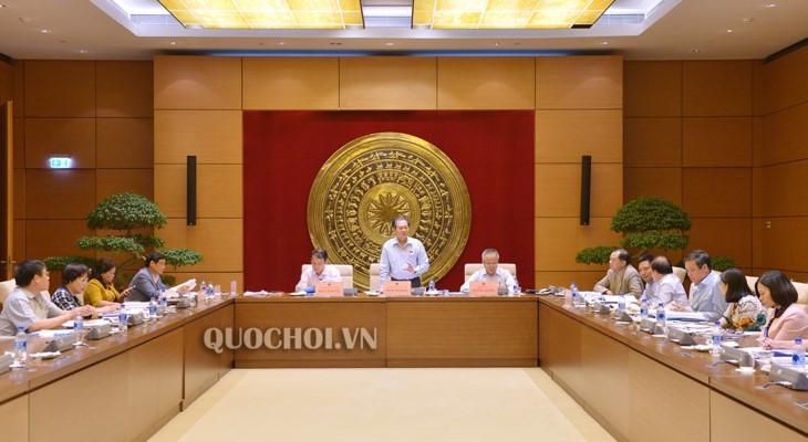 Komisi Perundang-undang MN Vietnam  mengadakan sidang pleno ke-18 - ảnh 1