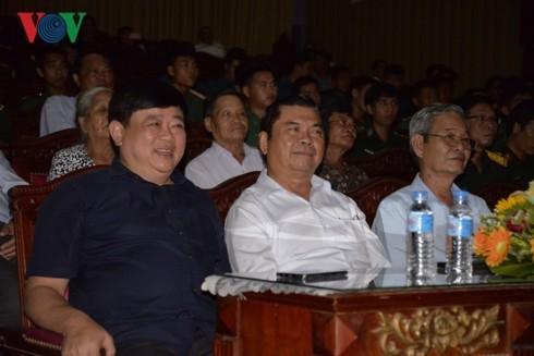 """Sendranyanyi """"Bunga Api Truong Bon"""" menggoyahkan hati penonton Vietnam  - ảnh 1"""